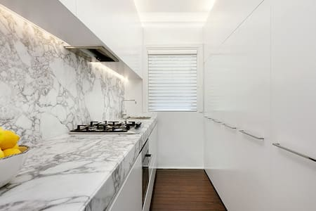 Beautiful Deco Double Bay Apartment