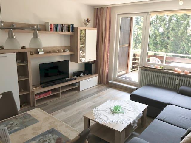 """""""Waldfee"""" - Moderne FeWo am Wald mit Garage"""