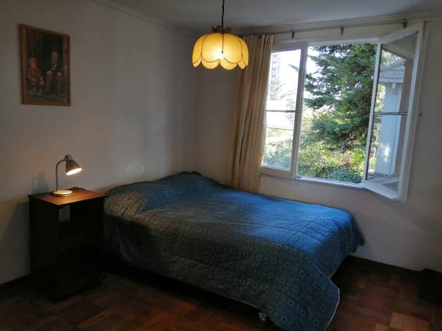 Habitación individual y grande en casa compartida