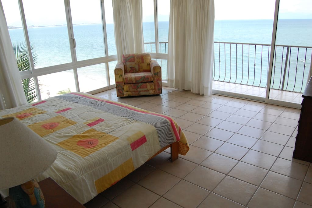 King size bedroom overlooks beach.