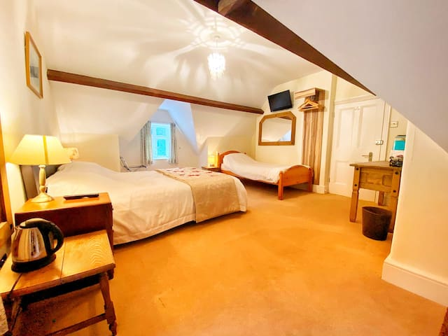 Burrington Room @ The Mill House B&B-Breakfast Inc