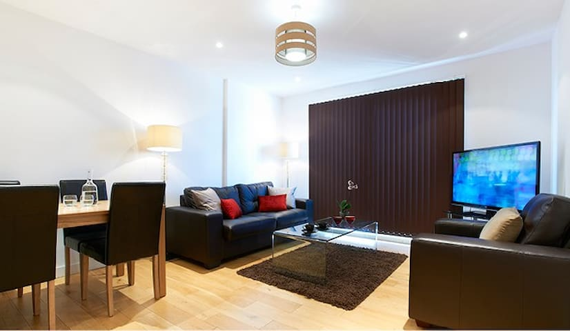 Watford Centre - Spacious 2 bed /2 bath penthouse - Watford - Apartamento