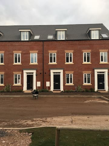 Double room in brand new home - Exeter - Huis