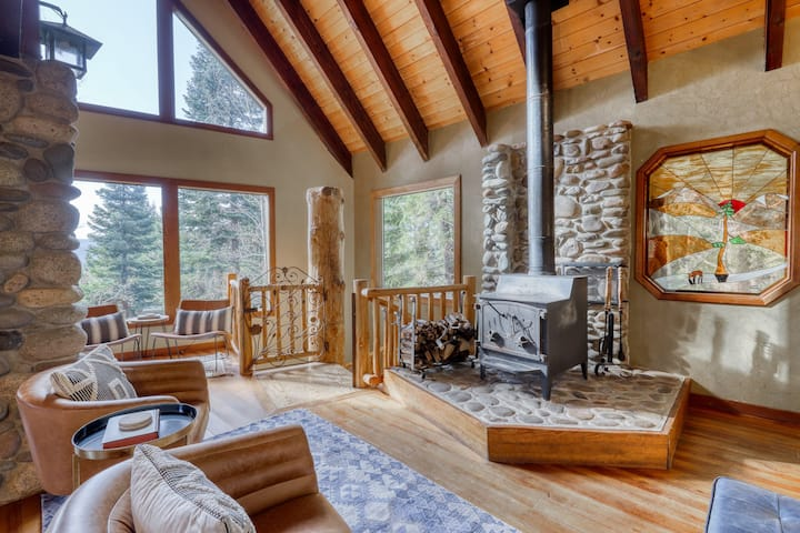 Stunning Tahoe Donner home w/ exposed beams, pool table, two fireplaces!