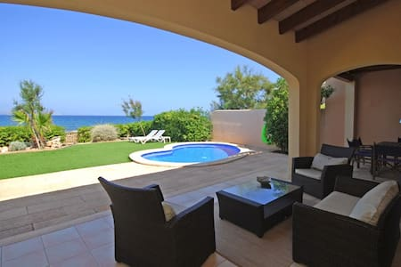 R.091 Villa with pool in front of the sea - Colonia Sant Pere