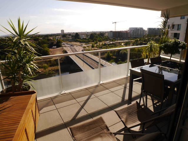 New apartment terrace garage downtown and sea - Montpellier - Byt