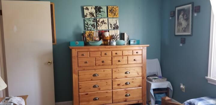 Queen Bed, Bedroom for nightly rental