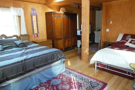 Tibetan Inn - American King Room - Deerfield