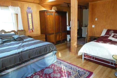 Tibetan Inn - American King Room - Deerfield - Wikt i opierunek