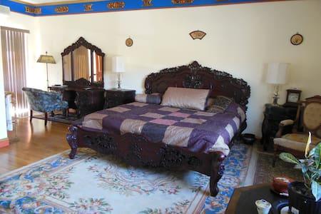 Tibetan Inn - Penma Koe Room - Deerfield - Wikt i opierunek