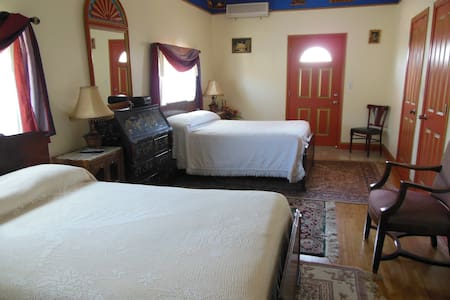 Tibetan Inn - Harmony's Friend Room - Deerfield