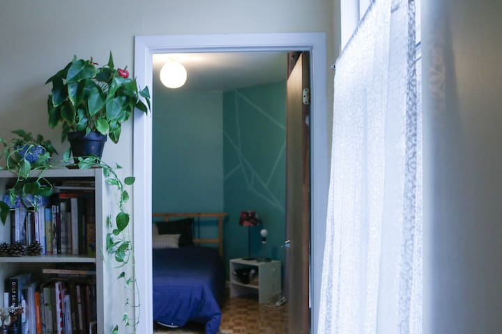 Green Artsy Flat with Private Room in Mont-Royal - Montreal - Apartamento