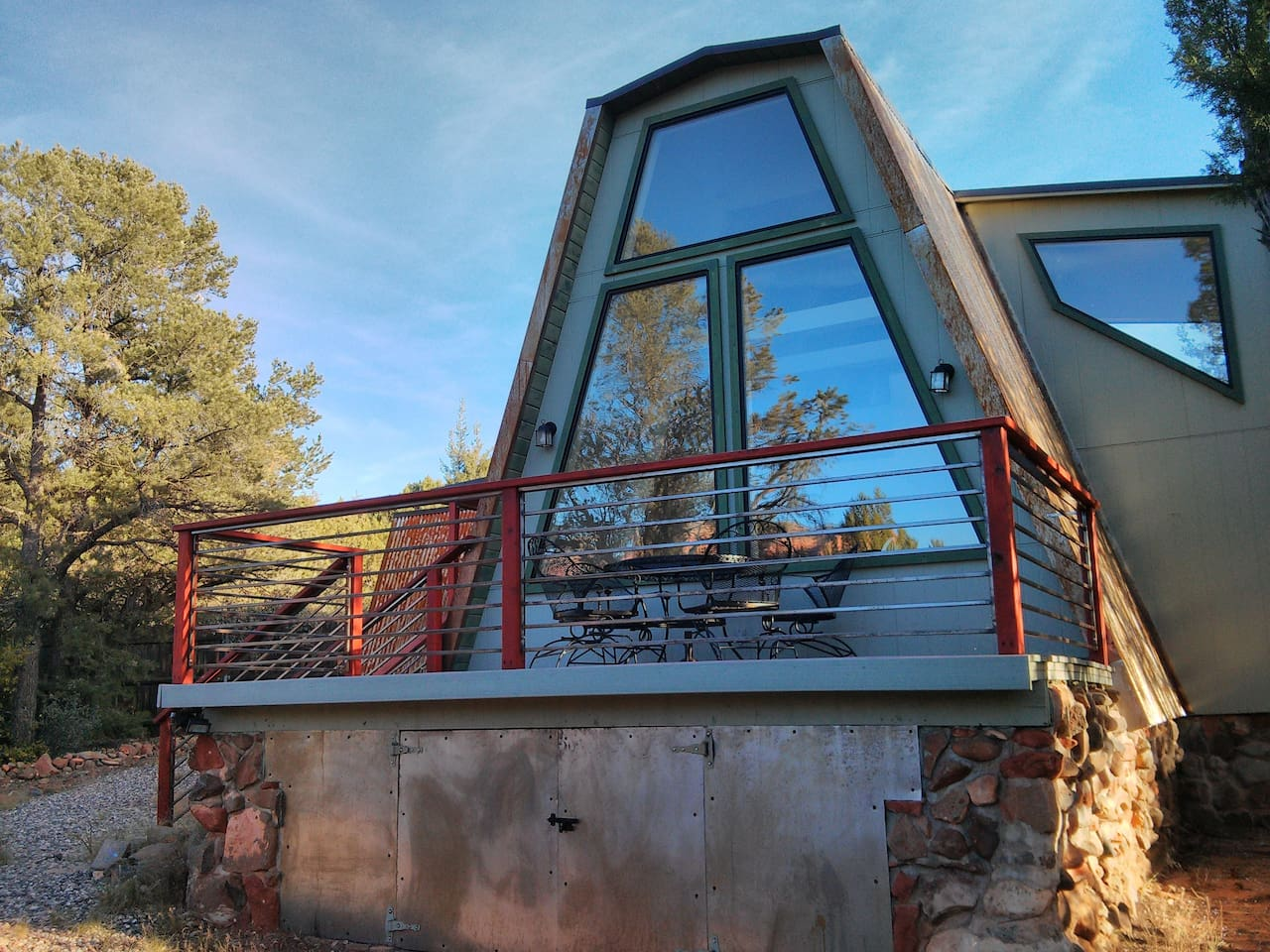 Beautiful private A-Frame in the Village of Oak Creek with view of Bell Rock.