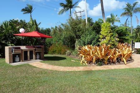 Tropical Living close to beach & dog friendly - Mission Beach