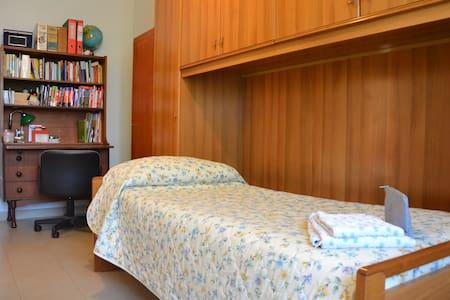 Private room, breakfast/WiFi, near JuventusStadium - Turín - Byt