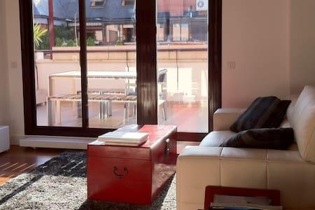 PRECIOSO Y MODERNO ÁTICO DE 2 HAB. - Madrid - Condominium