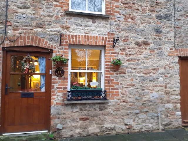 Double bedroom in charming cottage in Wells Somt.