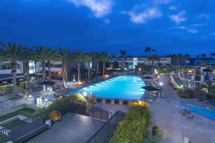 1 bed apartment in Newport Beach, close to beach