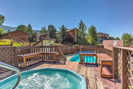 2BR 2 Bath condo with shared pool and hot tub