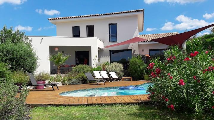 Belle Villa calme, jardin et piscine, 4 chambres.