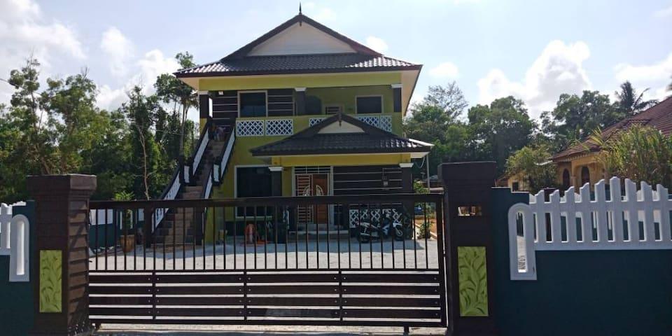 Ani Home2Stay Kuala Terengganu (house)ada pool