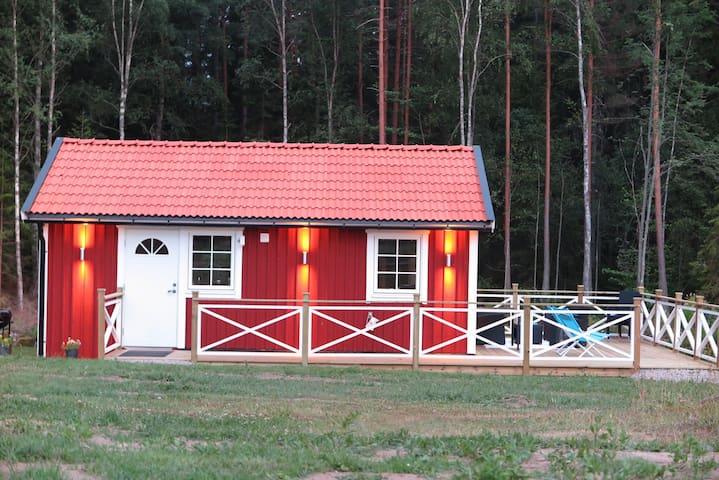 Charmig gårdsstuga i lantlig idyll - Solnehult - Cabane