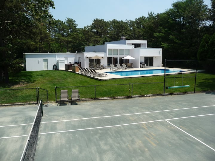 Luxury Quogue  Home..Pool-Tennis-BBall-Hot tub