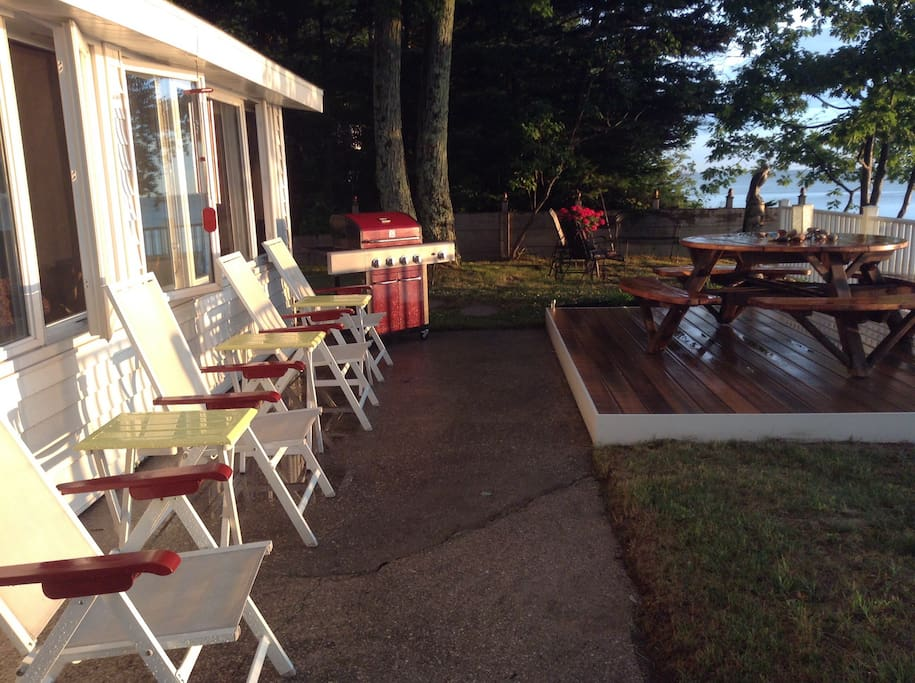 Enjoy the sunset on the lake while sipping a glass of wine, grilling, or eating with family and friends.