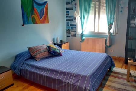 Private doble/triple room close to the beach - Valveralla - Szoba reggelivel