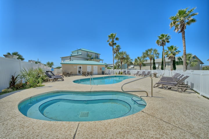 Newly Renovated town home with pool access and 500 feet to the beach