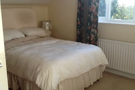 Spacious quiet village setting - Flaxby - Bed & Breakfast