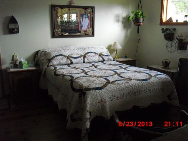 2 room Private Suite with View . - Gualala - Bed & Breakfast