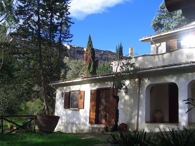Casa colonica ai piedi del borgo - Tarano - House