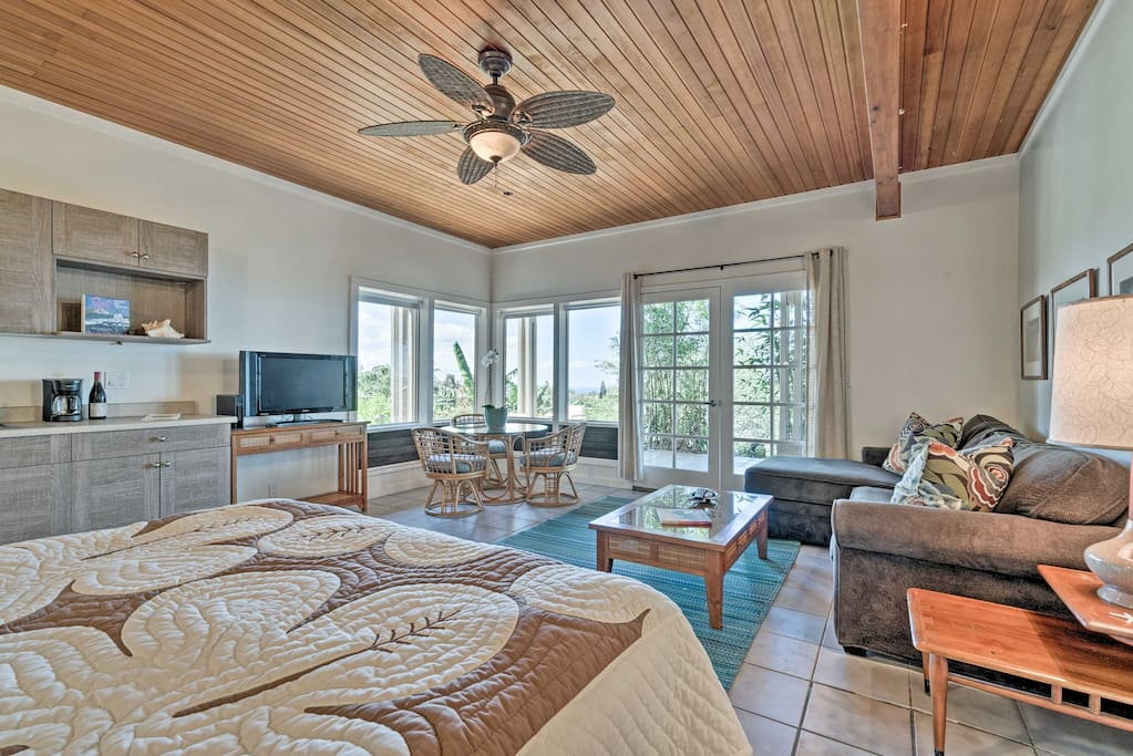 This cozy studio apartment is perfect for 2 guests to enjoy Waikoloa Village!