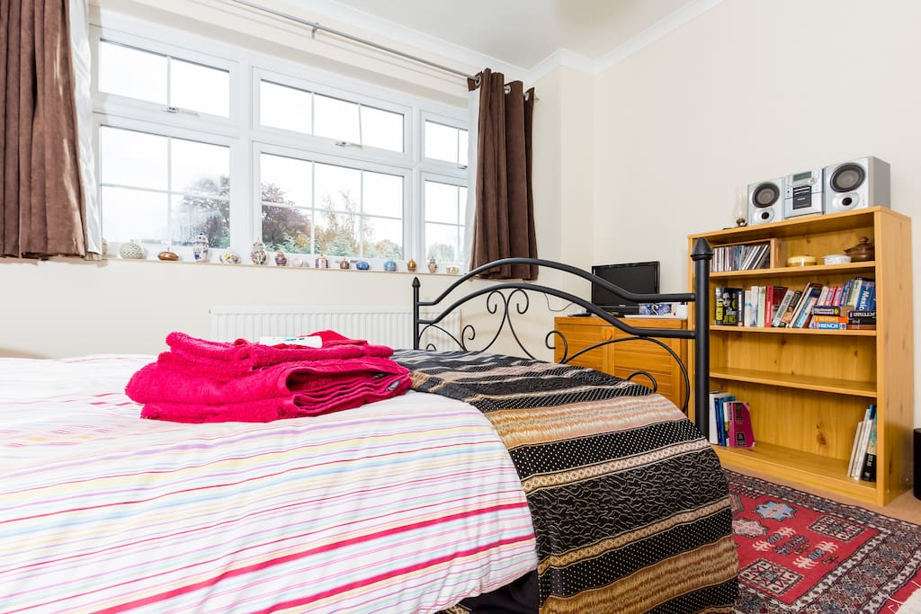 Large Dbl Room close to Town Centre
