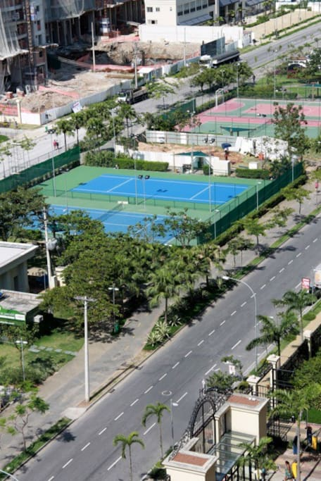 Promenade in front of the condominium, tennis court, soccer field