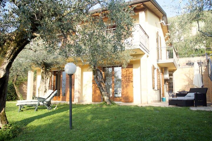 Villa Olivia - mit herrlichem Blick auf den See