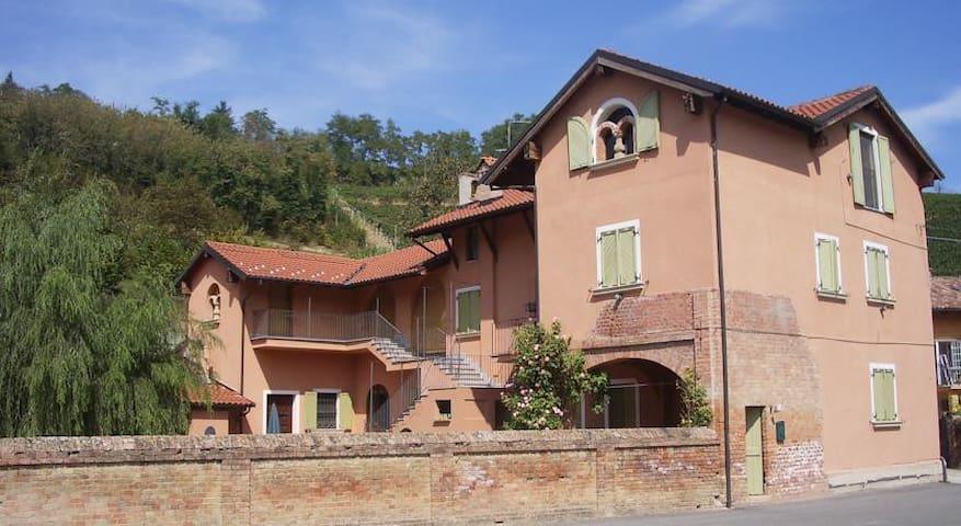 Agriturismo I Vicini di Cesare - B&B - Castelnuovo Calcea