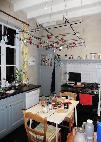 Tijdens de koude wintermaanden wordt het ontbijt in de keuken geserveerd.
