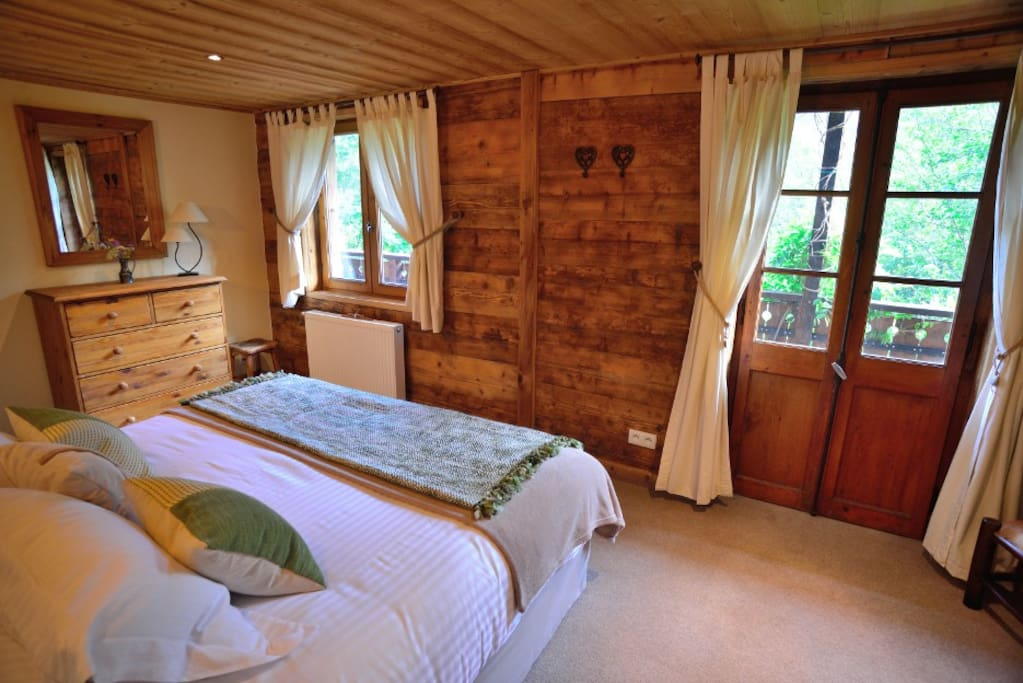 Capra Bedroom with balcony and mountain view; Superking double or twin with shower ensuite