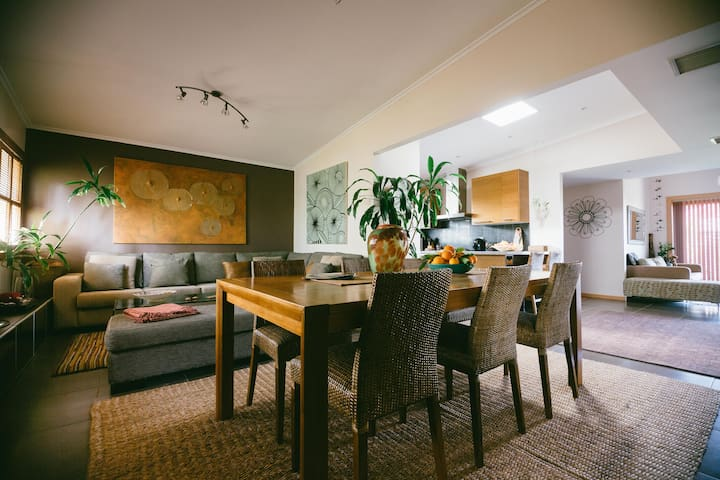 Room, Breakfast & Dinner - Glengowrie - Huis
