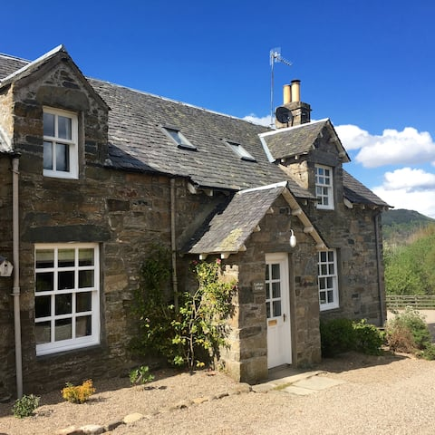 2 bedroom traditional cottage-Aberfeldy