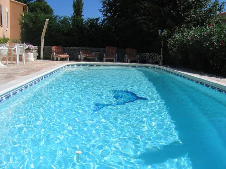 villa 200 m2 avec piscine à 10 ' de la mer