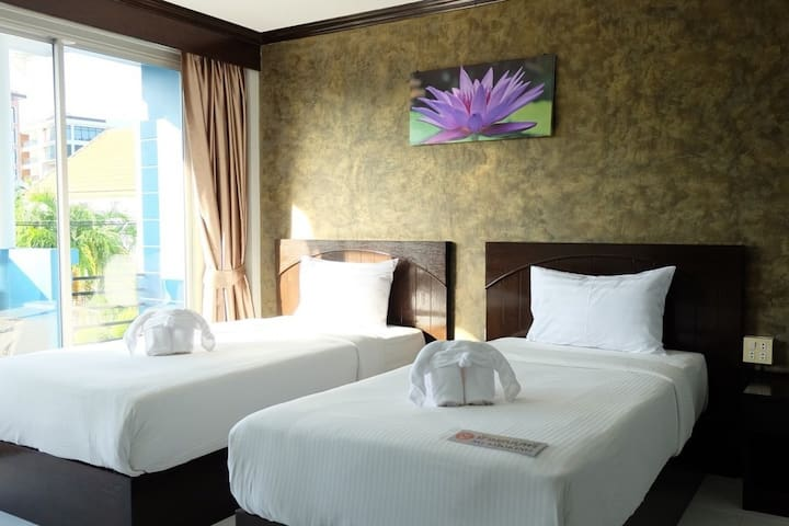 Cozy Twin Room Quite Street view nearly Kata beach - 10 minutes walk with Breakfast