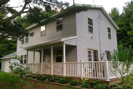 Grand Garden Lake House - Montague - Maison