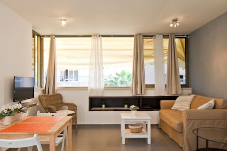 the best beach apartment in TLV! - Tel-Aviv