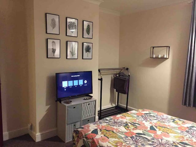 Large double room in central location!!