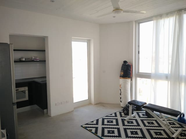 COMMON AREA - The townhouse has a kitchenette, a washing and drying area, a terrace with views spanning across Msida area and a breakfast area.