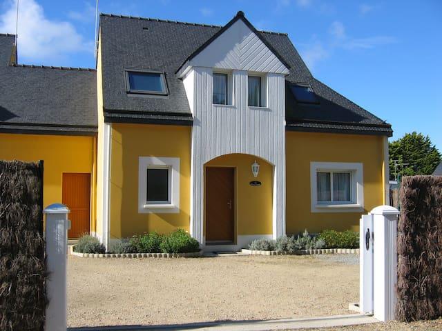 """""""Les Bruyères"""" House 100m beach"""