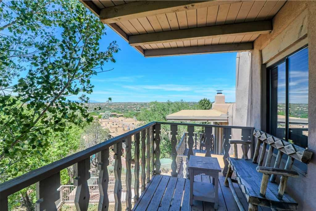 Wow… just, wow! - From the balcony of Artist Road 48 you'll have a spectacular view of the life in Santa Fe. It doesn't get bette